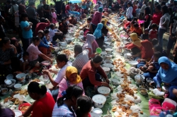 Indonesians uphold tradition to welcome Ramadhan
